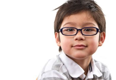 Почему не стоит экономить на детских линзах для очков